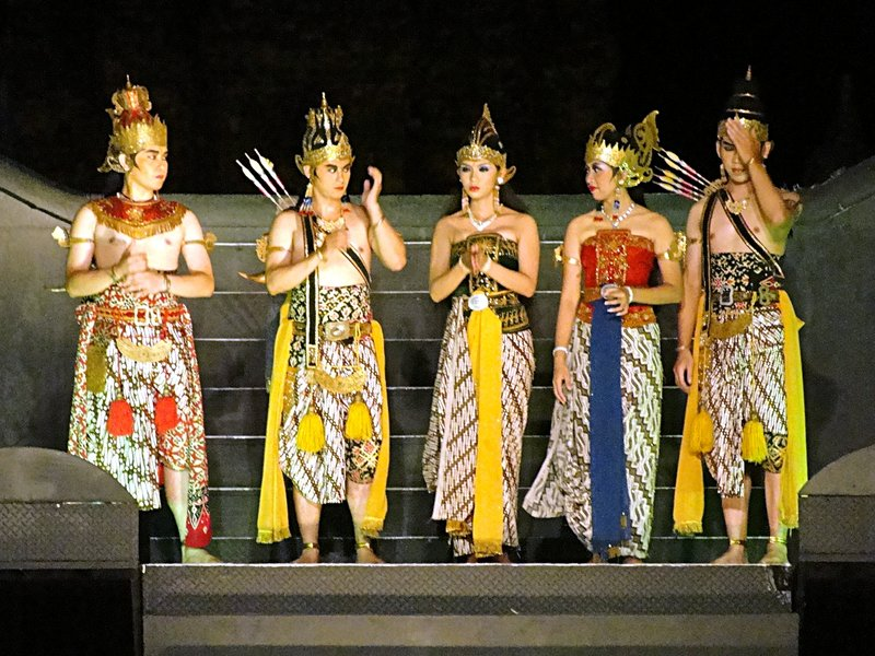 From left: Wibisono, Rama, Shinta, Trijata, Leksmana