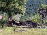 Sarcophagi at Aik Renung