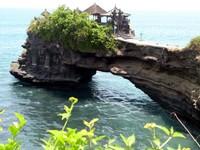 Batu Bolong temple at Tanah Lot