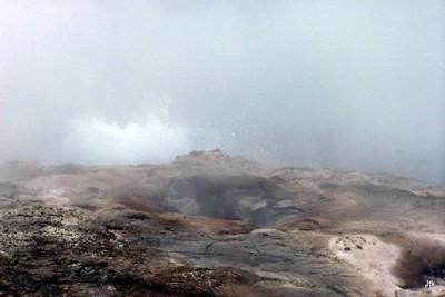 Steady geyser
