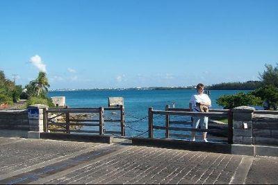1785951-Chains_across_drawbridge_part_Bermuda.jpg