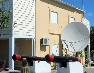 Cannons defending a satellite dish <img class='img' src='https://tp.daa.ms/img/emoticons/icon_smile.gif' width='15' height='15' alt=':)' title='' />