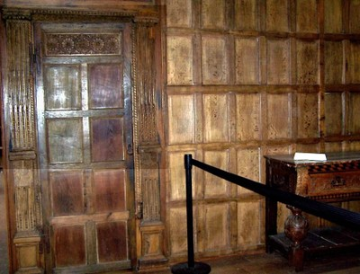 wood paneling to recreate Elizabethan architecture