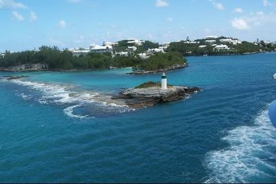 2942076-One_of_the_little_lighthouses_Bermuda.jpg