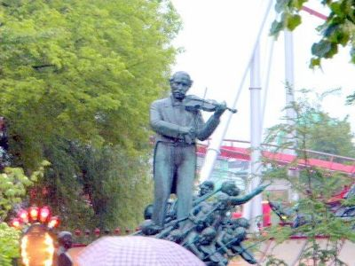 Musician's statue