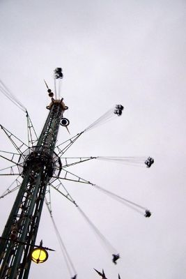 4535568-Tivoli_Ride_Star_Flyer_Copenhagen.jpg
