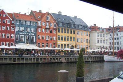 4538178-Nyhavn_canal_Copenhagen.jpg