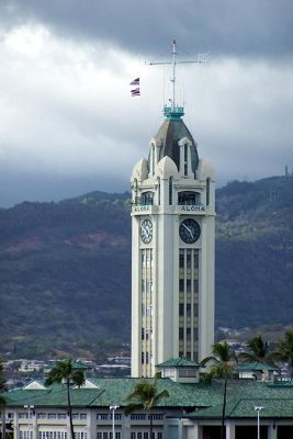4901620-Tower_from_the_ship_Honolulu.jpg