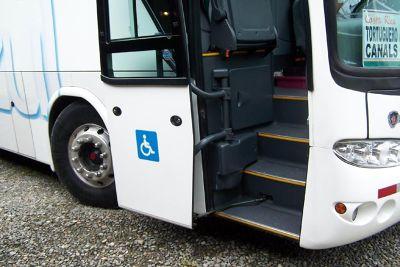 a kneeling bus