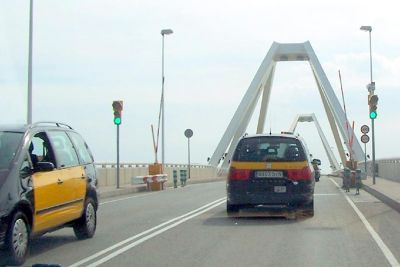 Taxis crossing the bridge to the cruise ship port