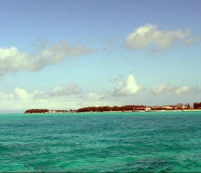 645885-Coming_into_the_harbor_South_Bimini.jpg