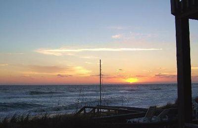 646818592009472-Sunrise_in_t..above_Duck.jpg
