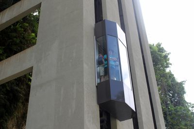 Outside glass elevators