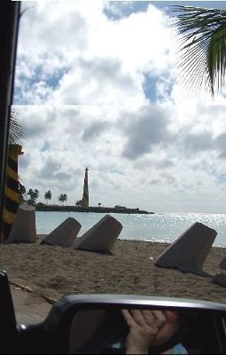 Picture of the lighthouse from the taxi - Santo Domingo