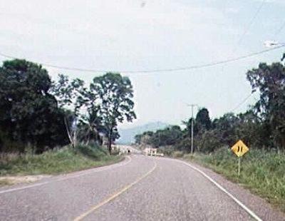675663-Approaching_a_one_lane_bridge_Belize.jpg