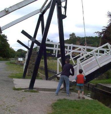 Raising the road bridge