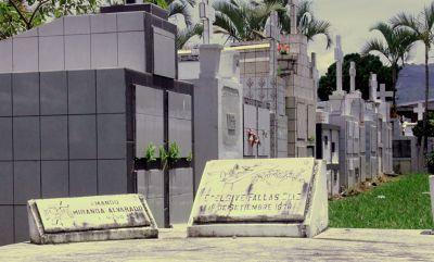 Graves in Cementerio Desamparados