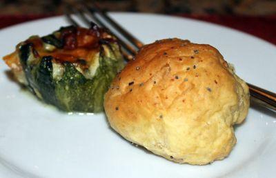 Stuffed pepper and roll