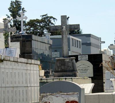 Graves in Obrero Cemetery