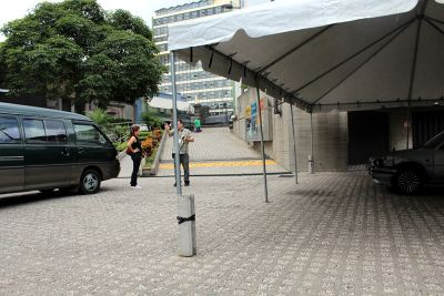 Vehicle ramp down to the plaza