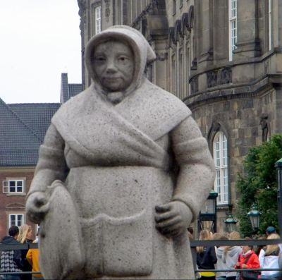 Fishmonger's wife statue near Hojbro Plads