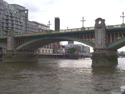 963234-Waterloo_bridge_from_the_north_London.jpg