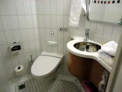 Sink/toilet bathroom