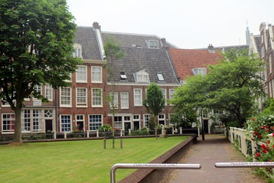 Begijnhof (courtyard in nun's community)
