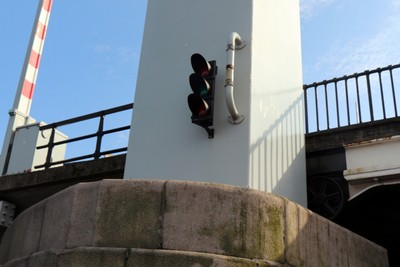 Bridge traffic light