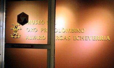El Museo del Oro Precolombino «Álvaro Vargas Echeverría (sign)