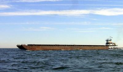 Tug pushing a Large barge