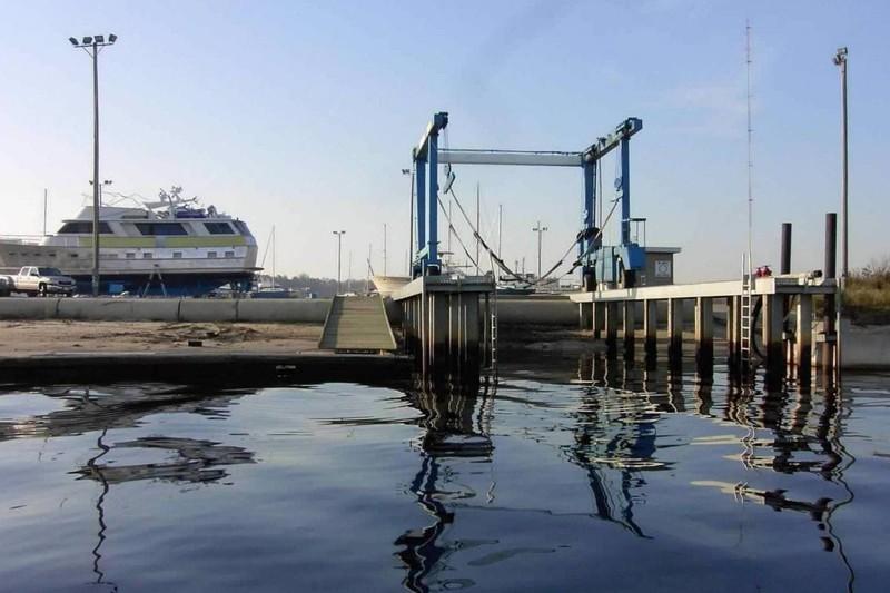 Marina travelift