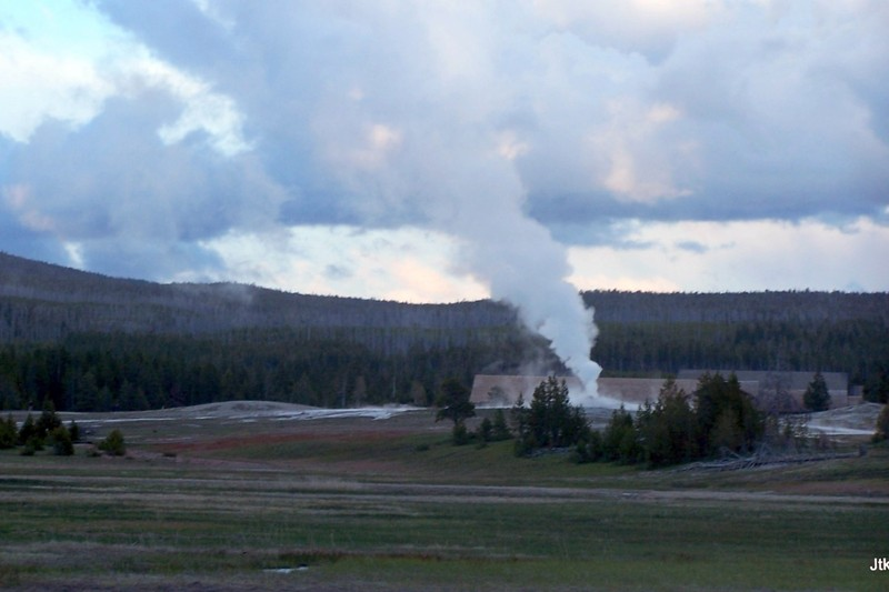 Old Faithful and the Inn