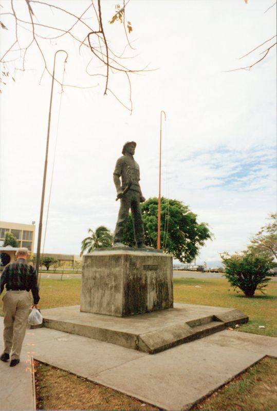 Statue of Juan Santamaria -airport