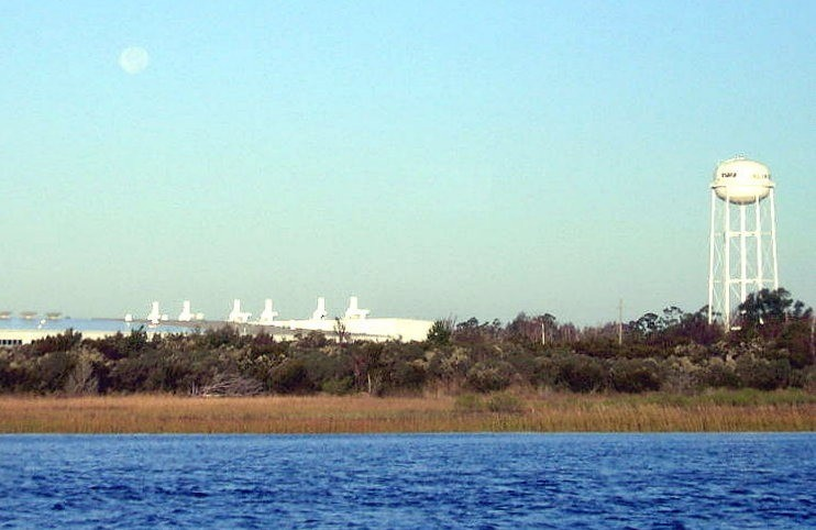 Moonset over the Tira plant
