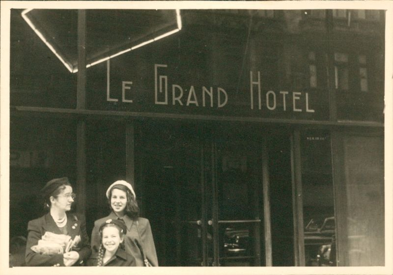 Entrance to the hotel in 1950