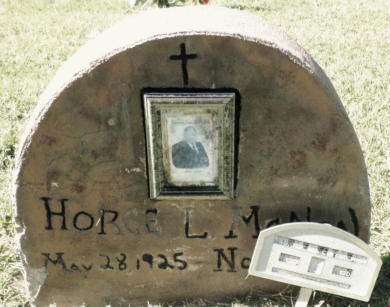 Photo on a grave n Friendship