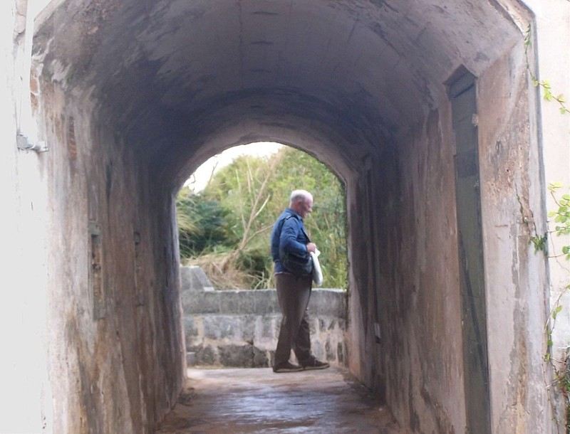 Bob through the archway