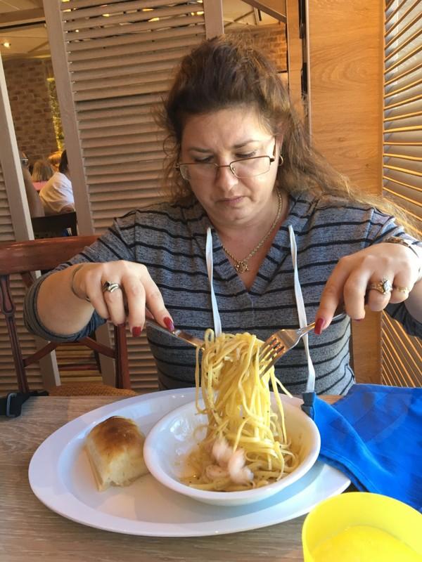 Lynde eating sphagetti