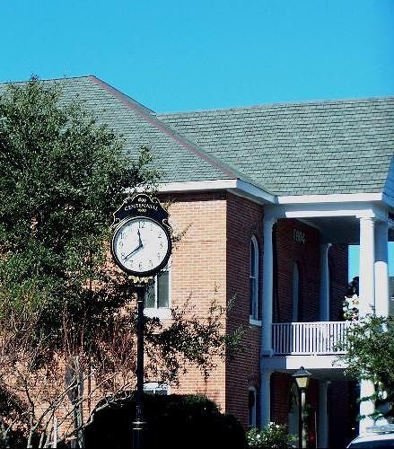 Manteo clock downtown