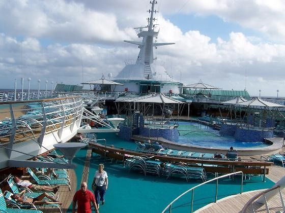 large_215459183805149-Ship_pool_fr..unge_Aruba.jpg