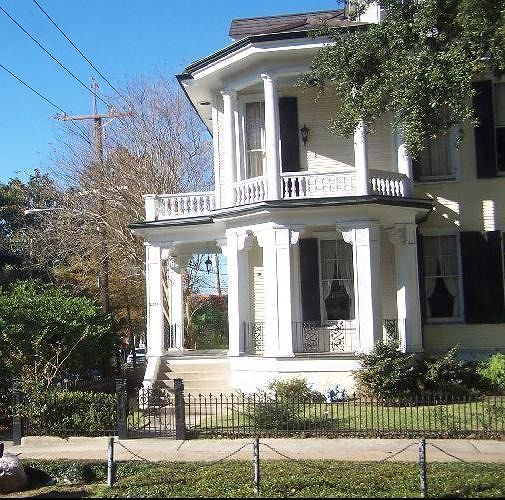 large_2378247-House_from_the_side_New_Orleans.jpg