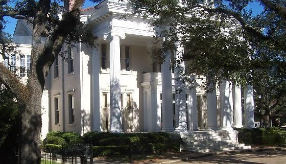 large_2378248-More_mansions_New_Orleans.jpg
