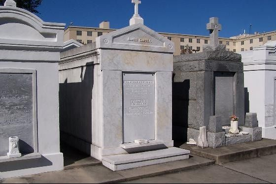 large_2378381-High_Water_Table_Burials_New_Orleans.jpg