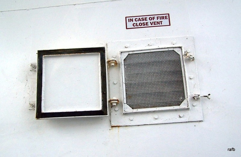 In case of fire close vent