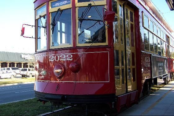 Streetcar up close - Canal Street Line