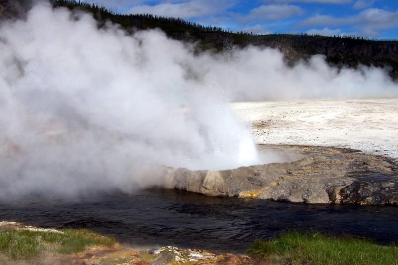 Cliff geyser