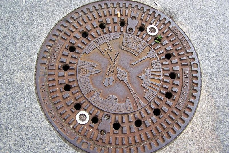 Manhole cover with Berlin landmarks