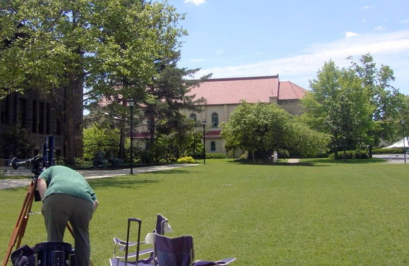 Astronomers setting up behind Peters 2004