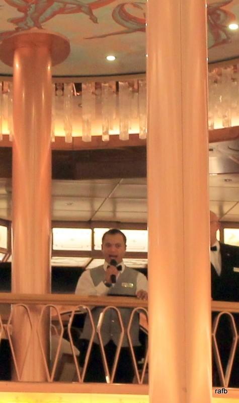Singing waiter for dancing